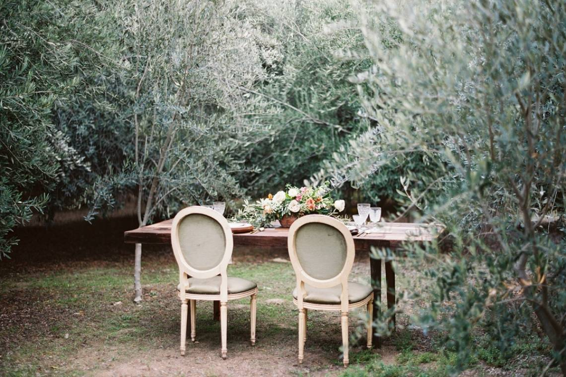 Field-Wedding-Sweetheart-Table